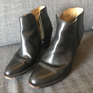 FRYE women's ankle boot Sz 10